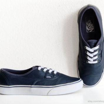 CREYON Navy blue leather Vans Authentic sneakers, vintage skate shoes in supple leather, size