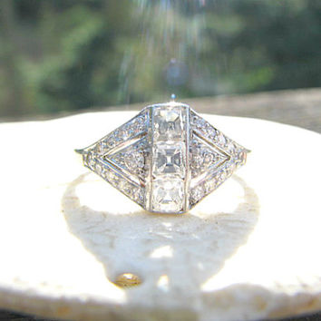 Stunning Art Deco Diamond Ring, Square Cut & European Cut Diamonds, 18K White Gold, Lovely Design, Circa 1920 to 1930s