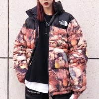 Supreme X The North Face is printed with deciduous cotton clothes, which are fashionable and versatile for couples