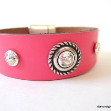 Women's Leather Cuff Swarovski Crystal Riveted Leather Bracelet Bubble Gum Pink Wide Leather Jewelry Chic Leather Jewelry Flat Leather Cuff