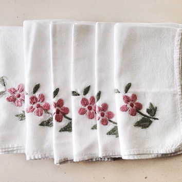 Vintage Linen Napkins Set of 6 / Embroidered Wedding Napkins / White Linen With Pink Flowers