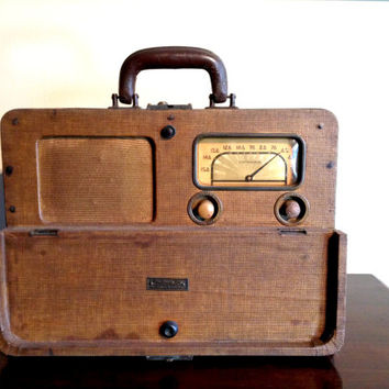 Bluetooth 1940s Lafayette Portable Rechargeable Suitcase Lunchbox Radio