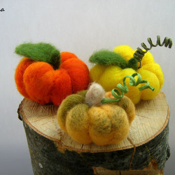 Felt pumpkins, fall decoration, Halloween decor, harvest decor, rustic home decor, Thanksgiving dinner decor, Halloween pumpkins, 3 pcs