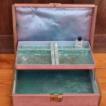 Vintage Pink Mauve Faux Leather Texol Farrington Jewelry Box with Turquoise Colored Velvet Lining Great For Jewelry Storage and Display