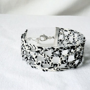 bracelet, handmade bobbin lace out of bead yarn, black, white and silver, silver fastener, laurinke no 979
