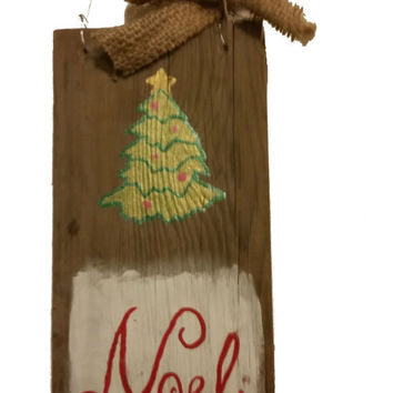 Door Hanger Christmas Rustic, Hand Painted Merry Christmas Sign, Christmas Tree, Green, Burlap bow, Barn Wood, Recycled barn wood