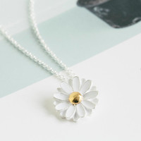 White Daisy Flower Necklace