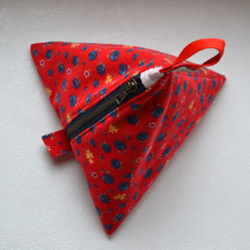 Pyramid make-up bag Geometric pouch Cosmetic bag Project bag Red corduroy fabric Floral print Pink lining Sturdy zipper