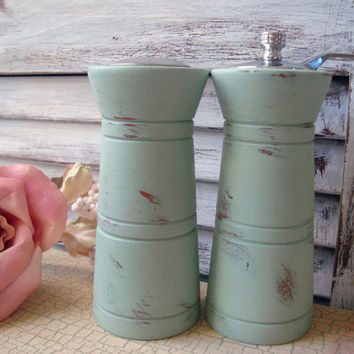 Sea Glass Green Painted Vintage Wooden Salt Shaker and Pepper Mill Grinder Set, Up Cycled Salt and Pepper Shaker, Shabby Chic Green Shakers
