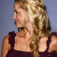 hippy chic. Love it! Potential bridesmaid hair...