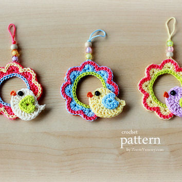 Crochet Pattern - A Little Crochet Bird Sitting On a Wreath Ornament - Pattern With Step-by-Step Picture Tutorial