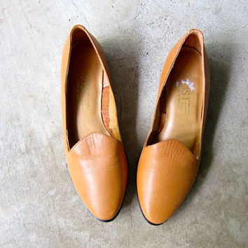 Vintage 80s Brown Leather Sandals Minimal Light Caramel Brown Slip Ons Flats Preppy Summer Slipper Sandals Boho Hipster Womens 5.5