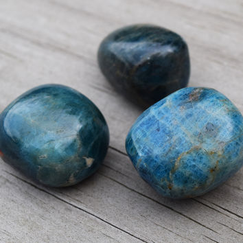 BLUE APATITE Throat Chakra Stone Cools Tempers & Helps You Speak More Kind Words, Heal Throat, Lower Food Cravings - Teal Blue Green Apatite