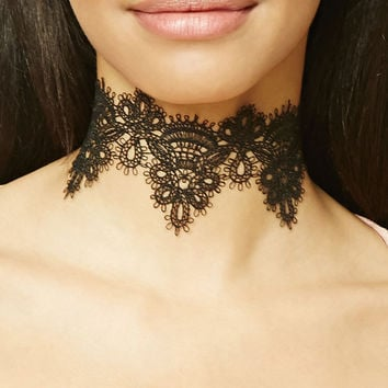 Scalloped Lace Choker