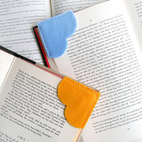Corner bookmark, felt bookmark, heart bookmark, page marker, page corner bookmark, gifts for book lovers, set of 2