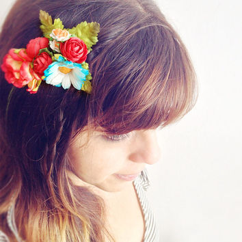 Vintage Flowers Comb Crown. Floral Headpiece. Boho Weddings festivals summer. Flowers for hair. Hair accesories. One of a kind