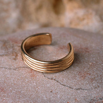 EAR / CUFF / Wrap / 14K yellow gold filled / textured
