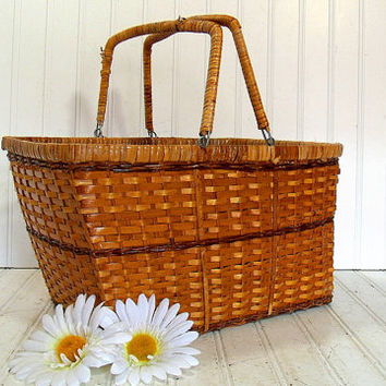 Vintage Hand Woven Wicker Gathering Basket - Retro Rattan Quirky Picnic Lunch Hamper - Shabby Chic Carry All - Nature Inspired Gift Card Bin
