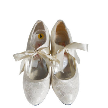 60s Wedding Shoe 1960s Wedding Shoe Lace Wedding Shoe White Wedding Pump White Lace Shoe White Wedding Shoe White Dress Shoe White High Heel