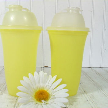 Vintage Yellow TupperWare Quick Shake Up Cups Set of 2 - Retro Plastic All Purpose Mix & Blend 6 Pieces - Original Complete Tall Containers