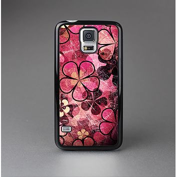The Pink Grungy Floral Abstract Skin-Sert Case for the Samsung Galaxy S5
