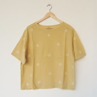 Yellow dots shirt / natural dye from mango - linnil zakka shop | Pinkoi