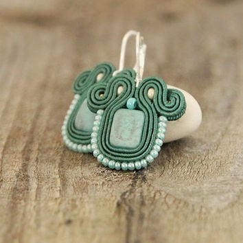 Mint green beaded earrings, mint soutache earrings, embroidered green earrings, soutache jewelry, mint jewelry, mint earrings