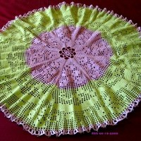 Grape Clusters in Leaves Filet Crocheted Lace 27 Inch Round Tablecloth
