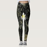 Lonely bright yellow daisy flower leggings