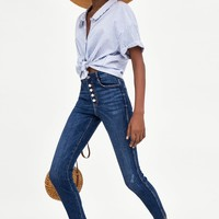 SUPER SKINNY DISTRESSED JEANS WITH EXPOSED BUTTONSDETAILS