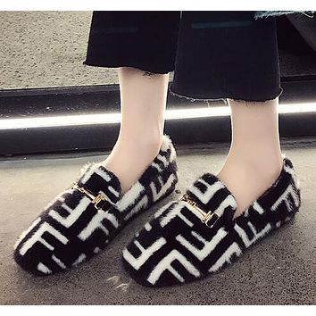 FENDI Newest Winter Fashionable Women Cute F Letter Low Heel Warm Single Shoes Black
