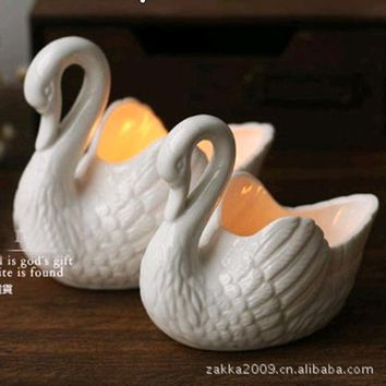 Free shipping New 2016 Zakka white Ceramic Swan Candlestick/Candle Holders/Gifts for girls/ceramic storage box/Home decoration