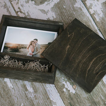 4x6 Ebony wood print box with enough space for 4x6 prints and a USB flash drive.