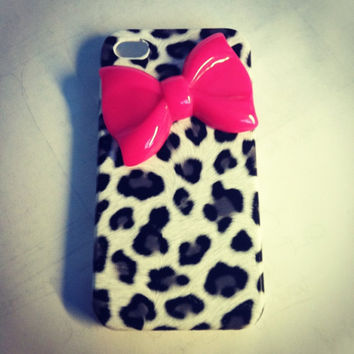 iPhone 4 and iPhone 4S Gray Leopard Cheetah with Hot Pink Bow 3D case
