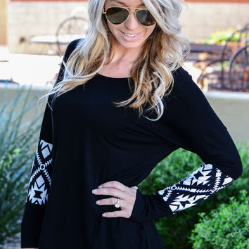 TRUE TRIBAL TOP IN BLACK