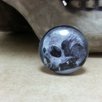 Human Skull Silver tone Adjustable Ring - Rockabilly, Psychobilly, Macabre, Goth, Skeleton, Black and White