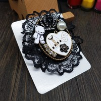CX-Shirling 100% Real Picture Antique Coat Camellia Flower Brooch Female Letter 5 Crown Decoration Lace Broche Needles