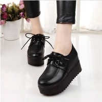2018 New Fashion British Goth Punk Creepers Flats Hot Sale Lace up Skull American Fashion Boat Shoes     A16