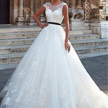 [189.99] Fantastic Tulle Scoop Neckline A-line Wedding Dresses With Lace Appliques - dressilyme.com