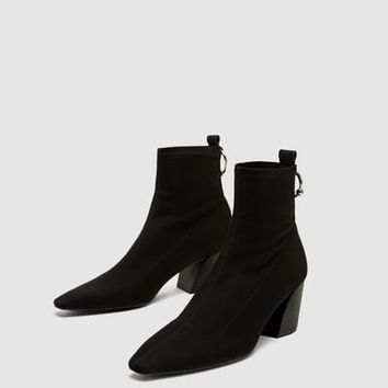 HIGH HEEL ANKLE BOOTS WITH RING DETAIL DETAILS