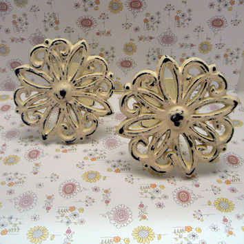 Shabby Chic Floral Ornate Petal Curtain Drapery Pull Tie Back One Pair Creamy Off White Cast Iron Distressed French Decor Paris Tiebacks