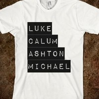 5SOS TEE WITH MEMBER'S NAMES
