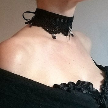 Gothic victorian choker necklace crochet amethyst gemstones metal raven crow skull coton satin ribbon