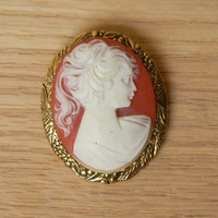 Vintage Cameo Brooch Pin with Gold Tone Setting