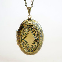 Old Oval - Vintage Style Antiqued Brass Oval Shaped Locket Necklace - LN027