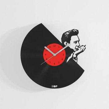 Johnny Cash wall clock from upcycled vinyl record (LP) | Hand-made gift for music lover | Johnny Cash home wall decoration / present |