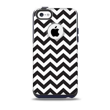 The Black and White Zigzag Chevron Pattern Skin for the iPhone 5c OtterBox Commuter Case