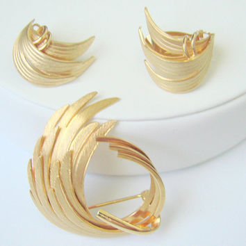 Vintage Retro Gold Tone Demi Parure / Brooch / Clip Earrings / Feather Motifs / Jewelry / Jewellery