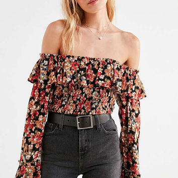 Kimchi Blue Kimora Cropped Ruffle Off-The-Shoulder Top | Urban Outfitters