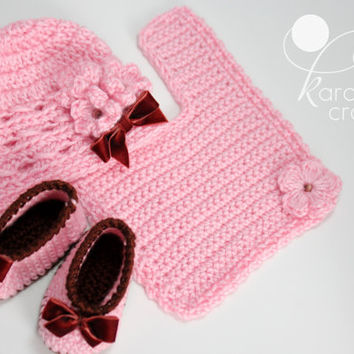 Baby girl crochet gift set, baby homecoming gift set, booties hat and bib set, ready to ship